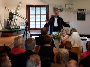 Buitengewoon Ambtenaar Burgerlijke stand in molen Woldzigt Roderwolde