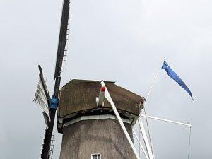 de wimpel van Gilde Vrijwillige Molenaars in gebruik op Woldzigt - Roderwolde