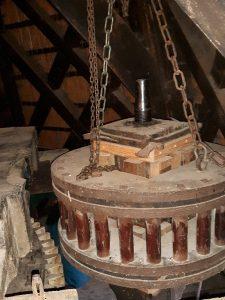 Steenspil ophijsen om de molensteen te kunnen lichten Woldzigt- Roderwolde