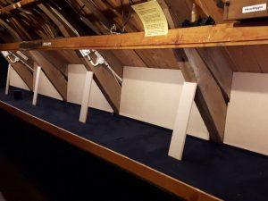 schotten in de vitrinerkasten van Graanmuseum Woldzigt