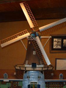 Voorbeeld molen in rouwstand model in Olie- en Korenmolen Woldzigt -Roderwolde