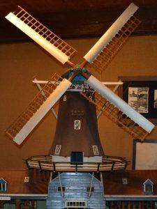 Voorbeeld molen in lange rust: model in Olie- en Korenmolen Woldzigt -Roderwolde