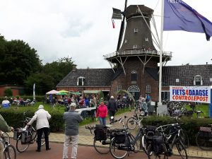 Drentse Fiets4Daagse 2017 doet Olie- en Korenmolen Woldzigt - Roderwolde aan