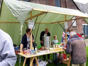 Koffie en thee voor Olie- en Korenmolen Woldzigt t.b.v. de fietsers van de Drentse Fiets4Daagse
